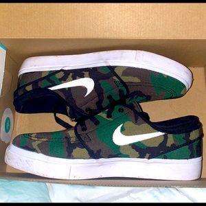 Nike skating shoes